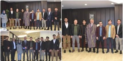 """Afganistan Uyruklu Öğrencilerden Rektör Bilgiç'e """"Çepen"""" Jesti"""