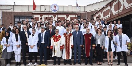 OMÜ'de Tıp Fakültesinin Yeni Öğrencileri Beyaz Önlüklerini Giydi