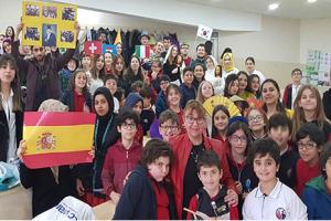 OMÜ Vakfı Koleji Dil Eğitiminde Farklı Yaklaşımlarla Öğrencilerini Eğitiyor