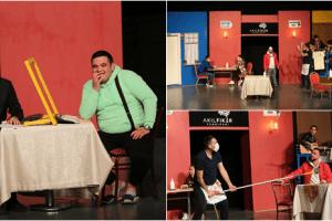 'Akıl Fikir Fabrikası' Oyunu Tiyatro Severlerden Tam Not Aldı