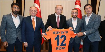 Cumhurbaşkanı Erdoğan Şampiyon Medipol Başakşehir'i Kabul Etti