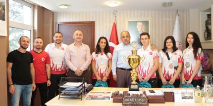 Uluslararası Yarışmalarda Derece Yapan Sporcular Ödüllendirildi