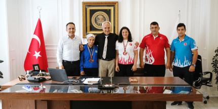 Halterde Türkiye Şampiyonu İlkadım'dan