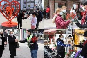 Büyükşehir Belediyesi Cadde ve Sokaklarda Kadınlara Karanfil Dağıttı