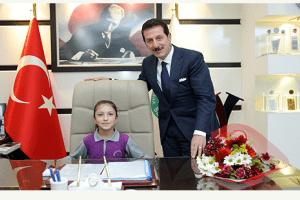 Başkan Erdoğan Tok, Koltuğunu Minik Rana'ya Devretti