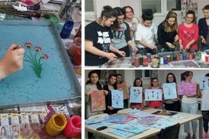 Uluslararası Kız Öğrenciler Ebru Sanatı Öğreniyor