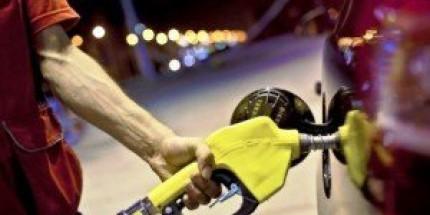 Akaryakıta Zam, Benzin 5 TL'ye Koşuyor