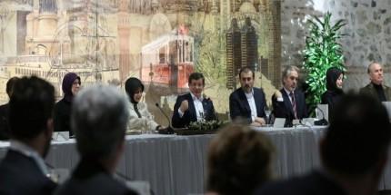 Başbakan Davutoğlu, Dost Meclisi Yemeği'ne Katıldı