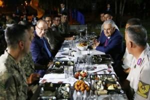 Başbakan Yıldırım, Temelli Jandarma Karakolu'nda İftar Yaptı