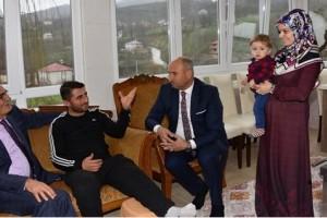 Başkan Yılmaz Afrin Gazisini Ziyaret Etti