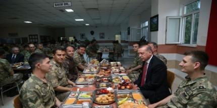 Cumhurbaşkanı Erdoğan, Mardin'de Askerlerle İftar Yaptı