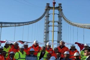 İzmit Körfez Geçişi Asma Köprüsü'nün Son Tabliyesi Yerleştirildi