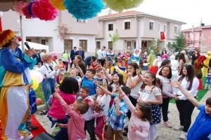 Yuva Çocukları, 23 Nisan Çocuk Şenliğinde Eğlendi