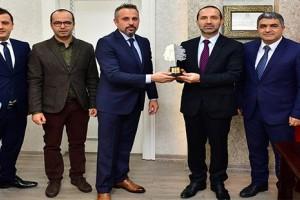 """Ünye Belediyesi'ne Karadeniz'in """"En Yeşil Ofisi"""" Plaketi"""