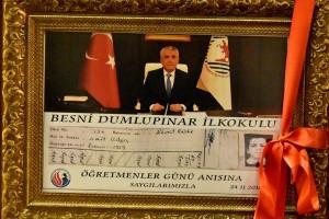 OMÜ Vakfı Koleji Rektör Bilgiç'e İlkokul Karnesini Hediye Etti