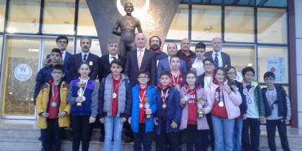 OMÜ Vakfı Koleji Yıldızlar Satranç Takımı Samsun Şampiyonu