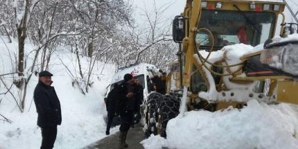 Karda Kalan Ambulansı Belediye Ekipleri Hastaya Ulaştırdı
