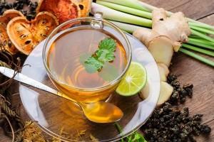 Hastalanmak İstemeyen Bitki Çayı İçiyor