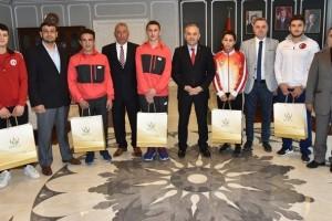 Başkan Tekintaş Başarılı Sporcuları Ödüllendirdi