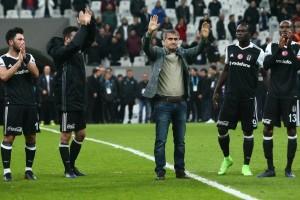 Beşiktaş Zirve Yürüyüşünü Sürdürüyor