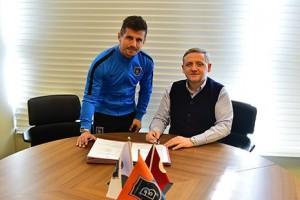Emre Belözoğlu'nun Sözleşmesi Uzatıldı