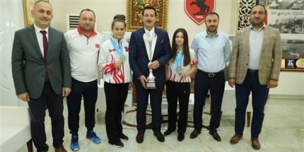 Şampiyonlardan Başkan Tok'a Ziyaret