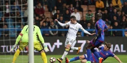 Fenerbahçe Van Persie ile 3 Puana Ulaştı