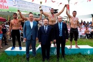 Tekkeköy Belediyesi 7. Geleneksel Yağlı Güreşlerinin Başpehlivanı İsmail Balaban oldu