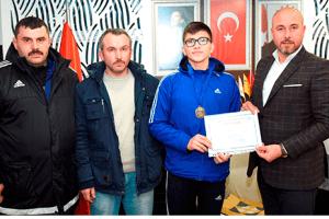Tekkeköy Başarılı Sporcular Yetiştirmeye Devam Ediyor