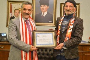 Samsunspor'a En Kıymetli Desteğe Vali Kaymak'tan Teşekkür Belgesi