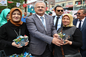 Rize Belediyesi'nden Annelere Dört Bin Canlı Çiçek
